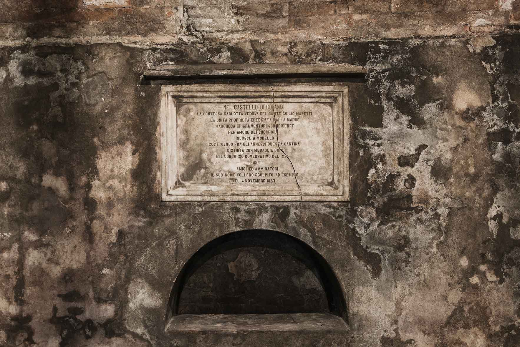 Storia Castello di Coiano, produzione vino rosso toscano e olio extravergine d'oliva